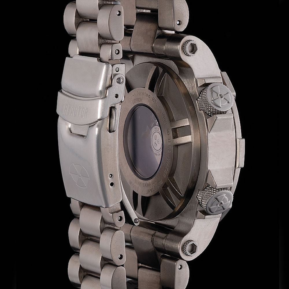 The Professional Diver's Titanium Watch 3