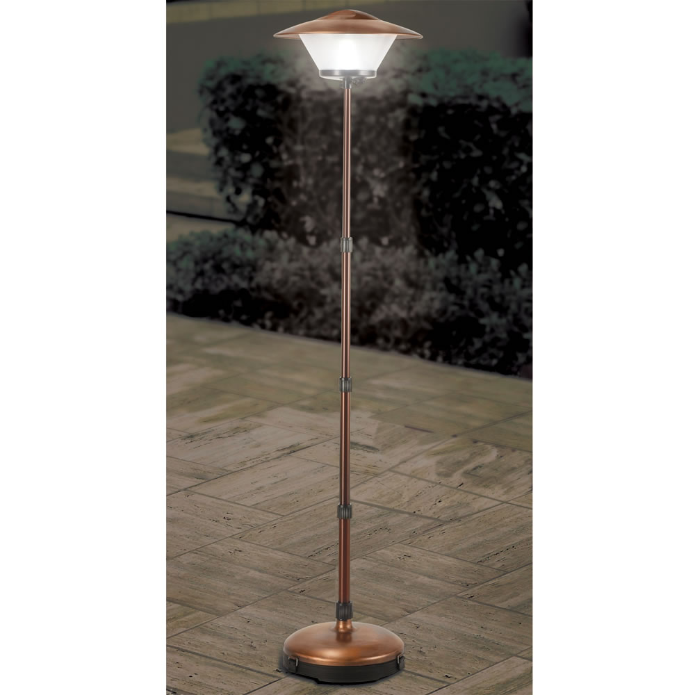 The Cordless Telescoping Patio Lamp Hammacher Schlemmer