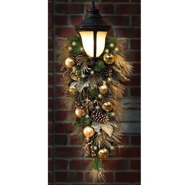The St. John's Wood Golden Cordless Holiday Trim (Teardrop Sconce)