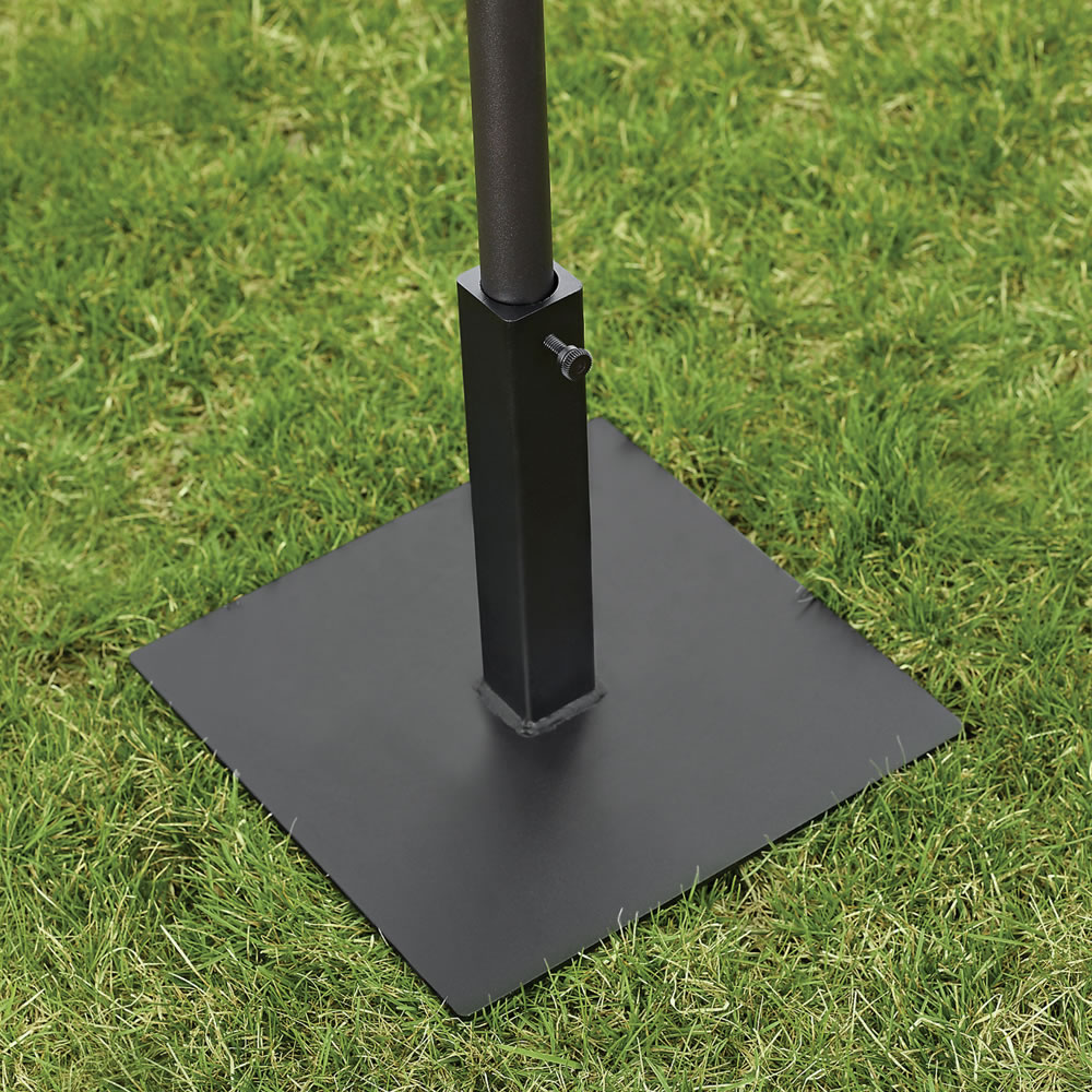 The Lightweight Fin Staked Umbrella Stand 5