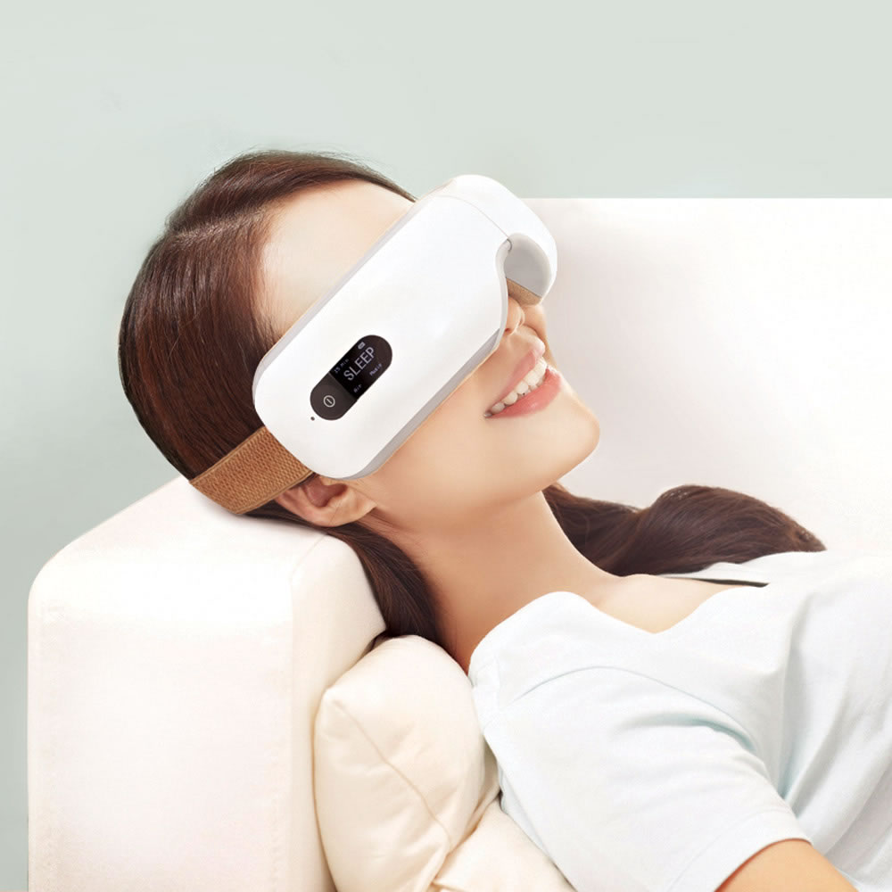 The Traveler's Eye Massager 1