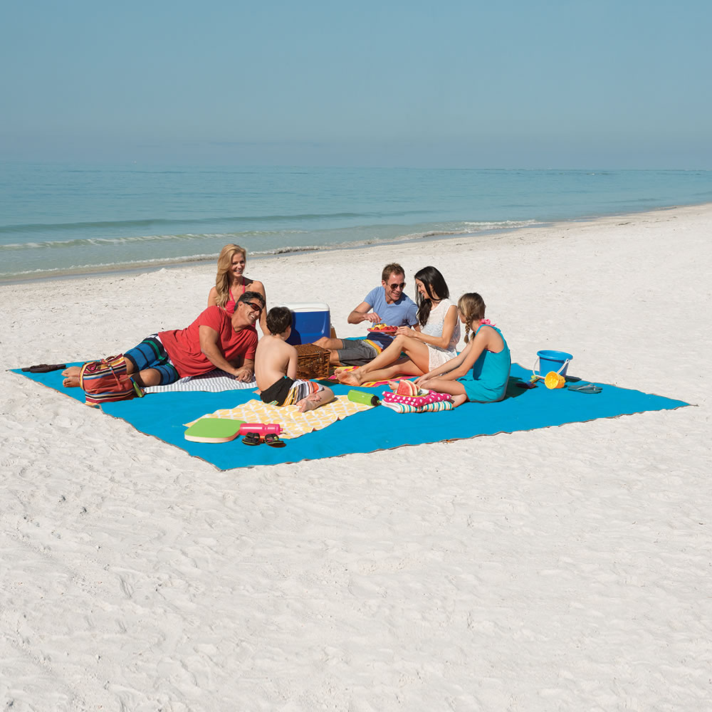 The Only Six-Person Sandless Beach Mat 1