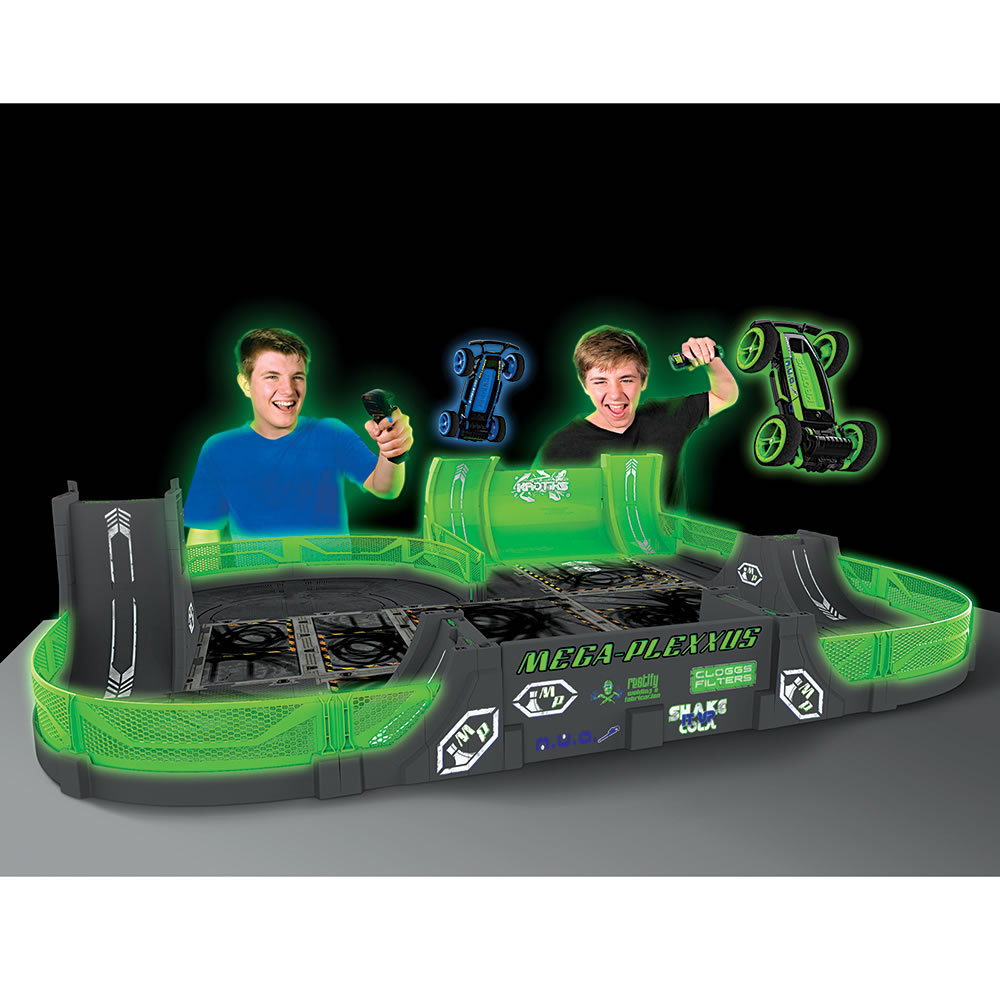 The Glow In The Dark Stunt Car Stadium 2