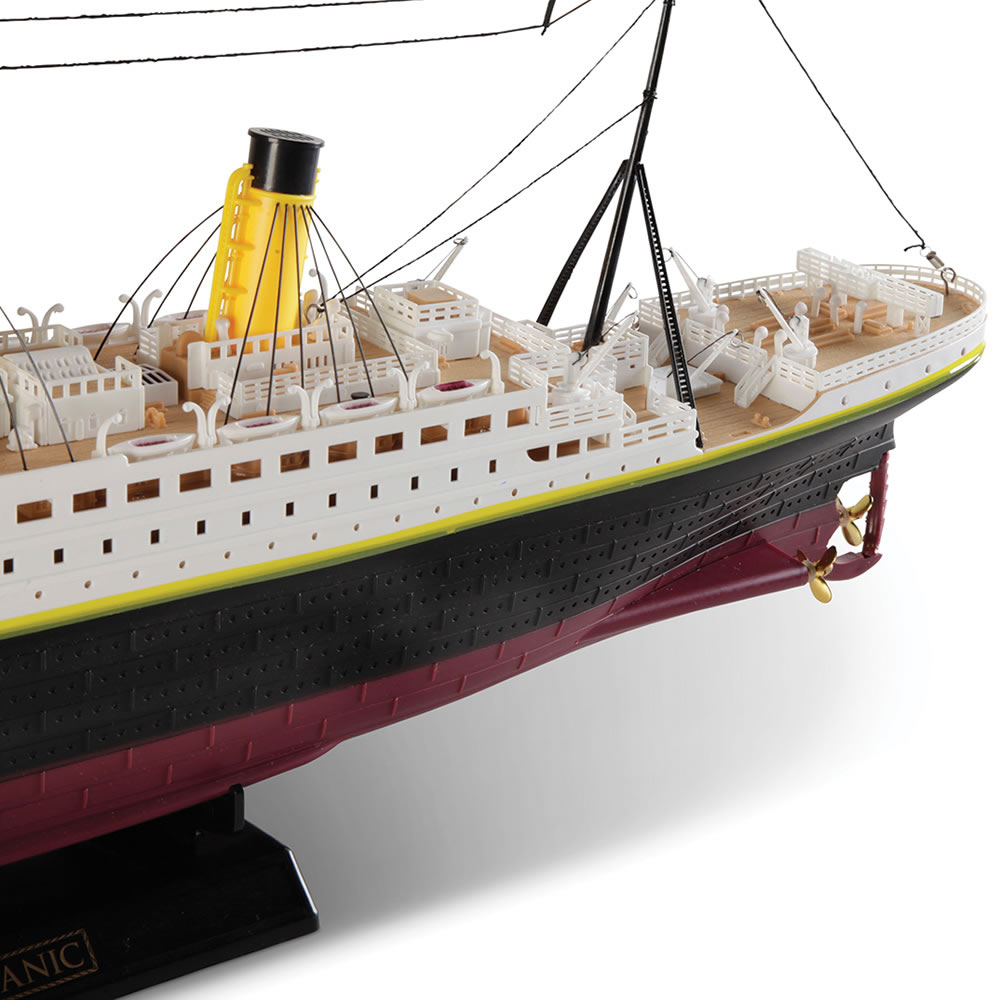 The Unsinkable Remote Controlled RMS Titanic 4