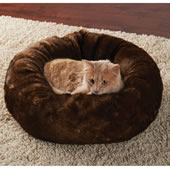Faux Bear Pelage Pet Bed
