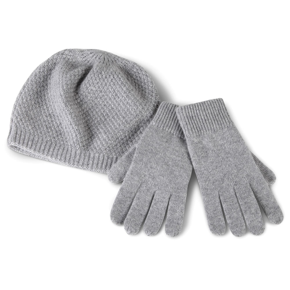 Men's Gloves, Men's Hats, Men's Scarves, Men's Leather Gloves. An active lifestyle requires accessories that can handle the toughest outdoor conditions, and men's gloves, hats and scarves will keep you covered, while looking your best.