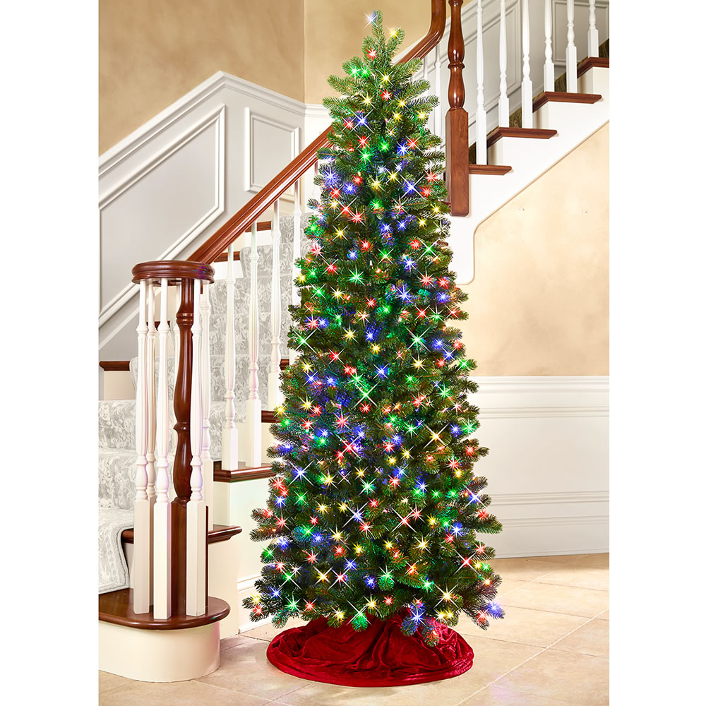 The tight space 7 39 christmas tree hammacher schlemmer for Trees for tight spaces