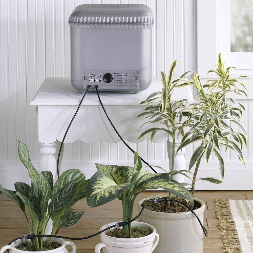 The automatic plant watering system hammacher schlemmer for Plant waterer