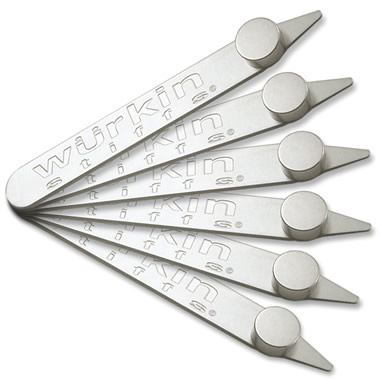 The Magnetic Collar Stays