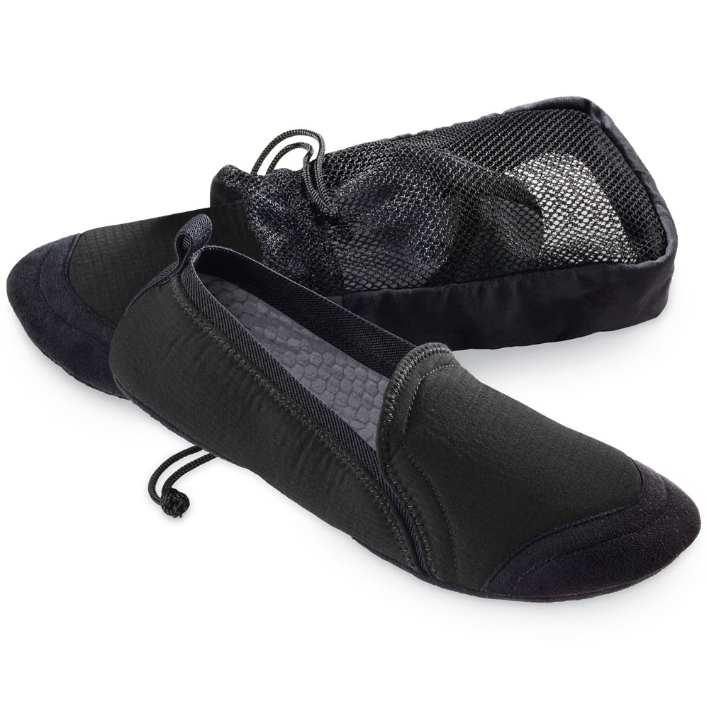 The Men S Travel Slippers Hammacher Schlemmer