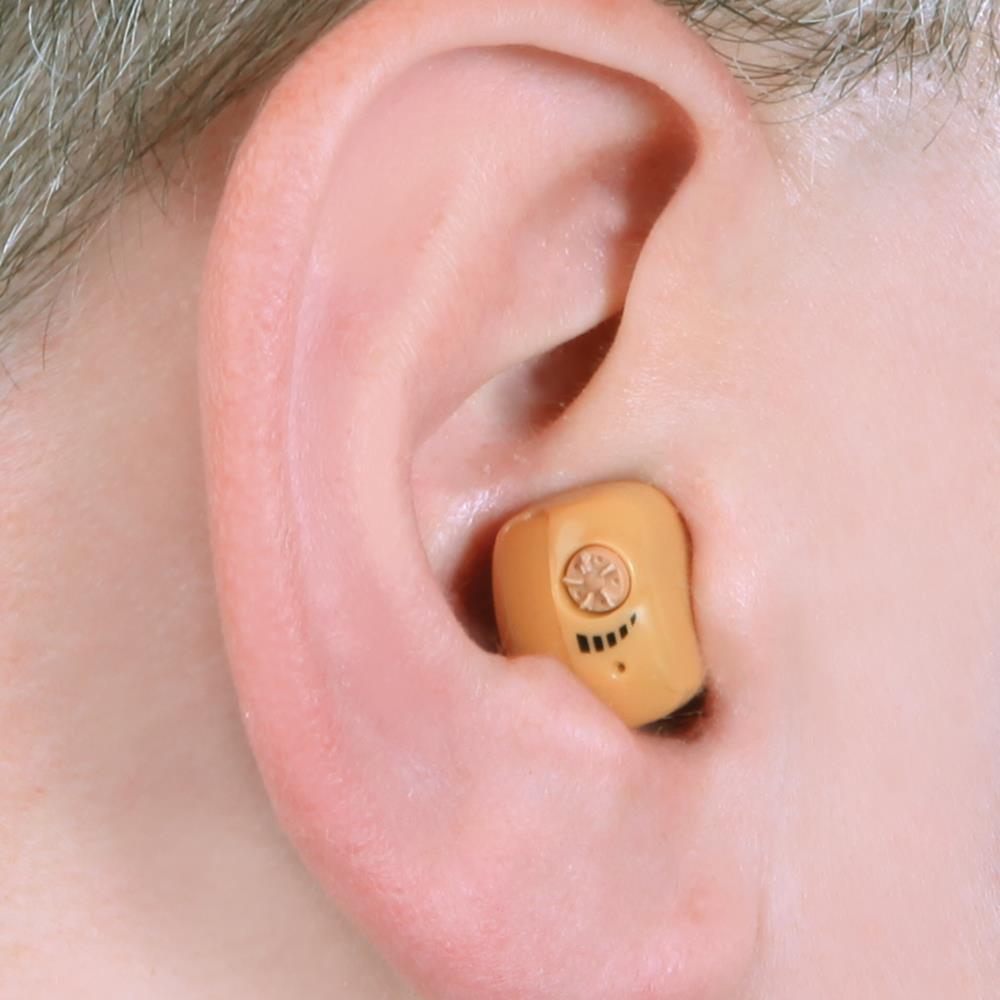 The Voice Clarifying Ear Amplifier Hammacher Schlemmer Living Aids Hearing Amplifiers Accessories Complete Set