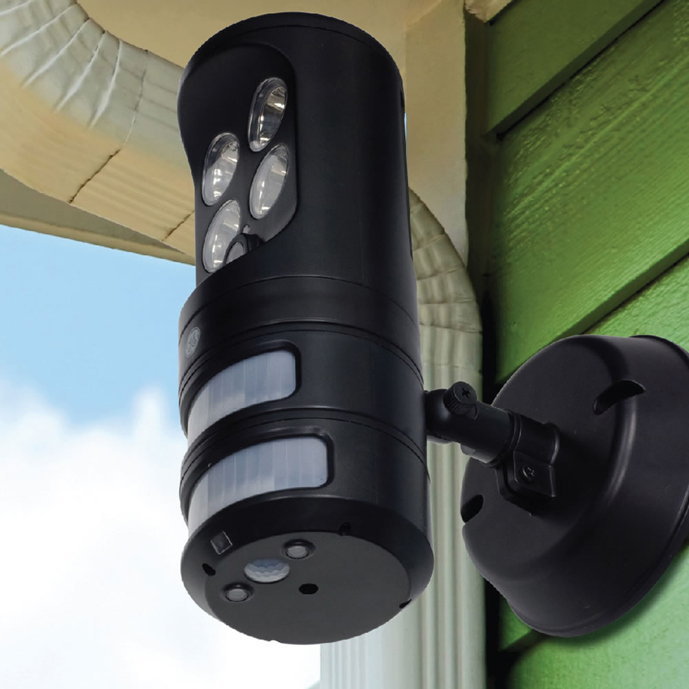 The motion tracking security light hammacher schlemmer the motion tracking security light aloadofball Images