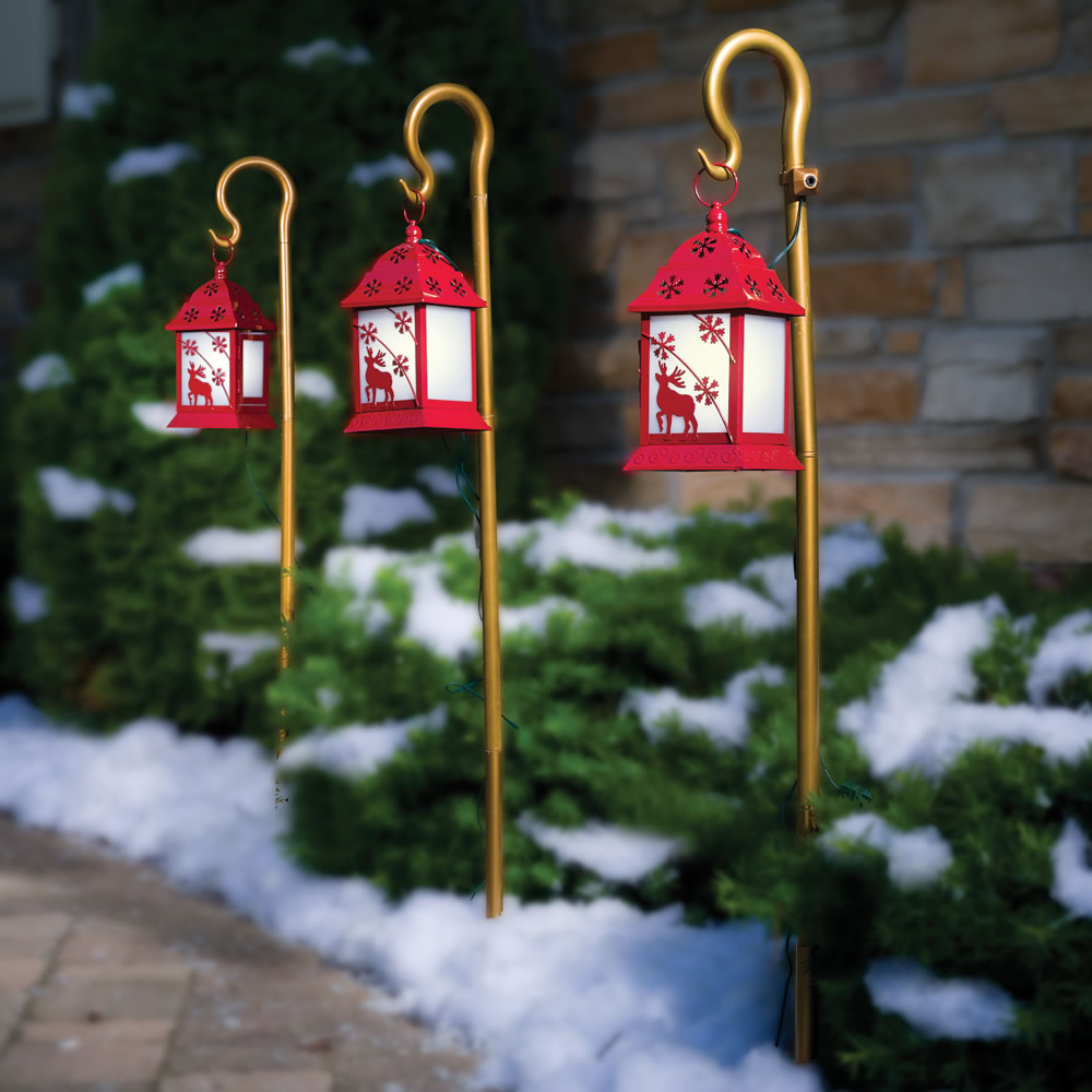 The synchronized musical pathway lights hammacher schlemmer for Sidewalk christmas lights