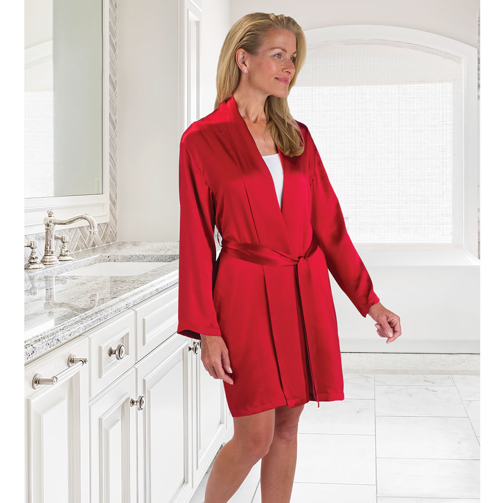The Lady S Washable Silk Robe Hammacher Schlemmer