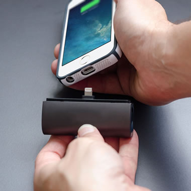 The Cordless iPhone Backup Battery