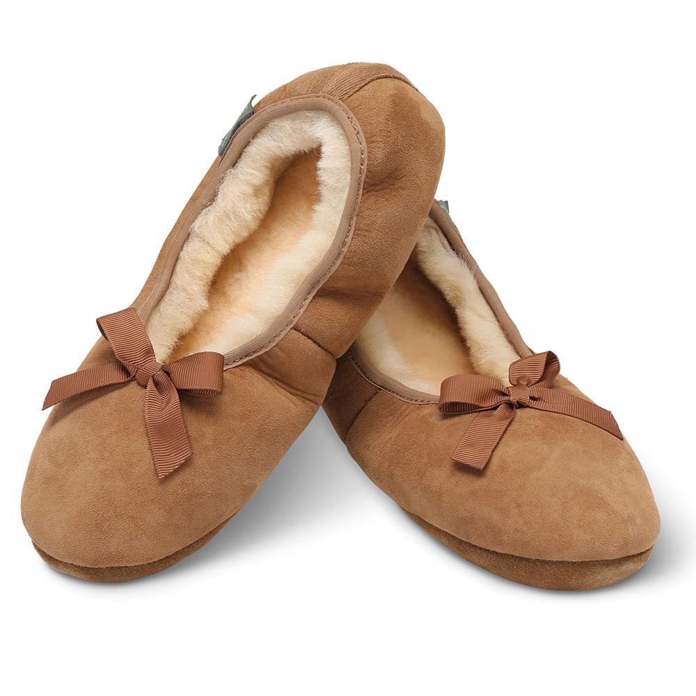 the lady s sheepskin house slippers hammacher schlemmer