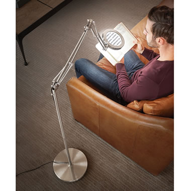 The Distortion Free Magnifying Reading Lamp