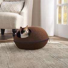 The Cat's Warming Pod